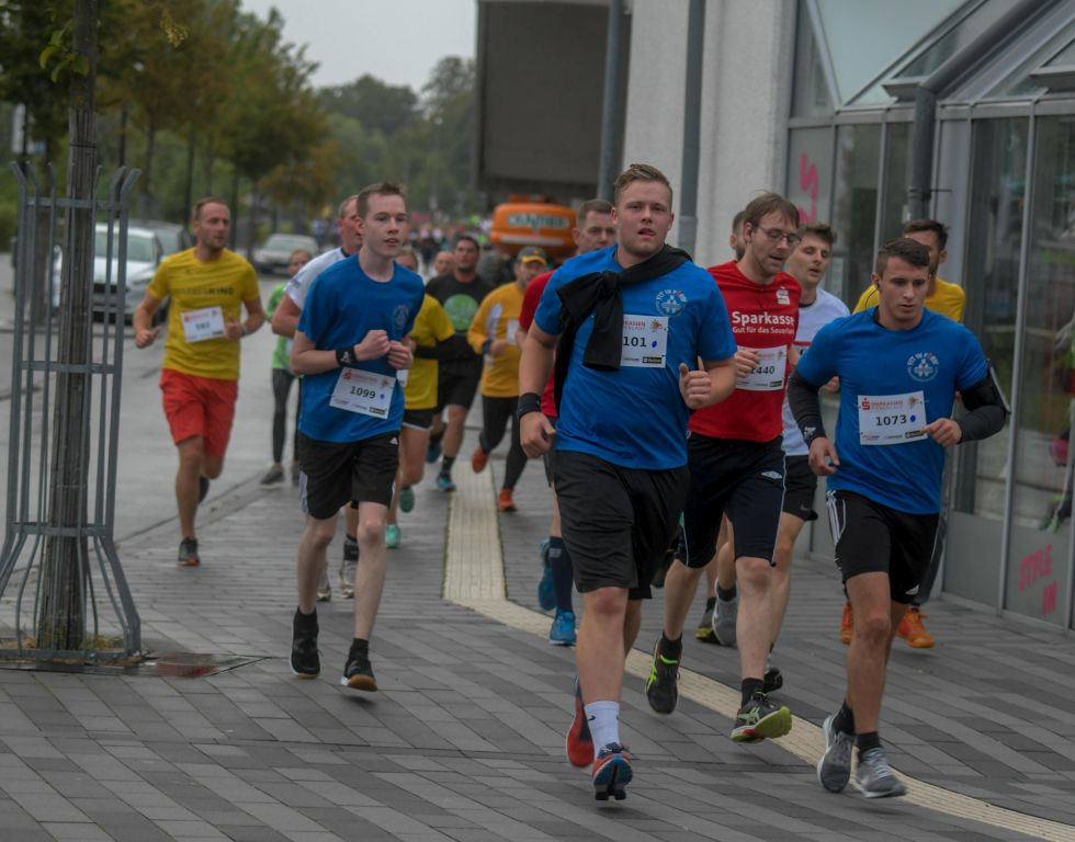 Firmenlauf in Meschede am 11. September 2019. Foto: Thomas Nitsche -Honorarpflichtig: copyright by Thomas Nitsche, Wulfs Appelhof 13, 59457 Werl, 0171/3100766 - Sparkasse Werl. IBAN: DE11 4145 0075 0002 9282 32, BIC: WELADED1SOS